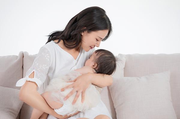 宝宝几个月的时候难带?嘉堡育儿嫂把经验分享给你!